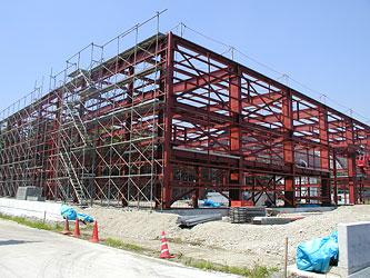 2004 市況は鋼材値上がりで単価のアップを見積に浸透させるため喚起する 鋼材の入手が困難となっている。 S造からRC造に変更する例が起きている。(組合員数62社) 事業実績 1.R.Jグレード指定に関する要望書を東京都施設設備に提出し打ち合わせを行う。 2.工場見学会(那須ストラクチャー)の実施 3.全構協主催の後継経営者研修会2社参加 4.Mグレード部会の研修旅行の実施 5.共同積算勉強会(新潟県方式)に参加